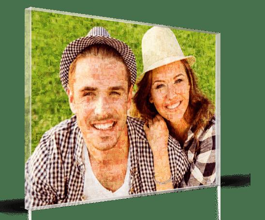 Fotomozaiek op plexiglas met paar in het gras