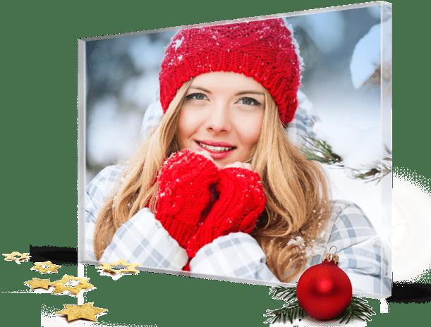 Kerst landing vrouw met rode handschoenen op plexiglas