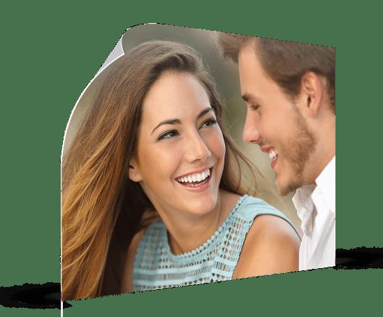 Poster met gelukkig jong paar