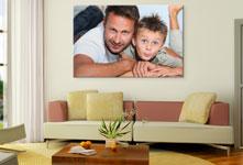 Woonkamer met vader en zoon op plexiglas