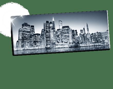 Zwart-wit foto van stad op plexiglas
